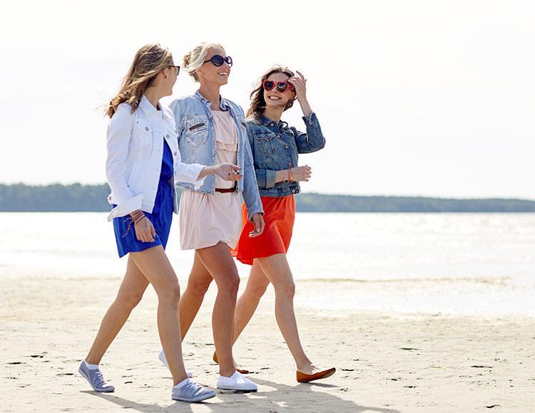 camminare sulla spiaggia per riossigenare la pelle