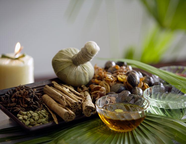 attrezzatura per massaggio ayurvedico