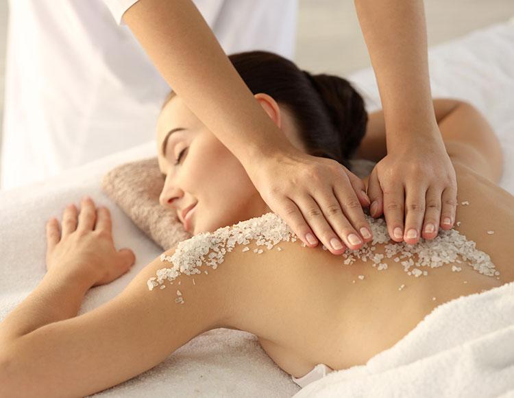 massaggio drenante con scrub